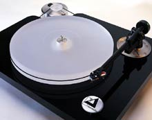 Clearaudio Champion turntable in black